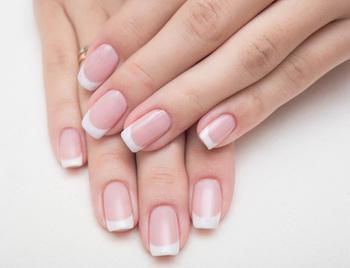 ハンド&ネイルクリームは手肌のケアと同時に爪にも潤いを与えてくれる優れもの。忙しい女性には特におすすめですよ♪