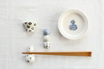 おなじ砥部焼で、茶碗型のほかにも、「だんご」と「ひょうたん」もあります。磁器の箸置きは、じょうぶなので扱いやすいのも魅力です♪