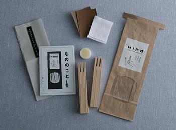 KINOの「つくるキット もみの木のちいさいフォーク」。木材は東京の木を使っているそうです。ヤスリや布、ミツロウワックスも入ったキットになっています。ご家族みんなで、新年のカトラリーを手づくりをするのも素敵ですね♪