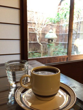 ゆっくりと丁寧にネルドリップされた美味しいコーヒーをいただくことができます。静かにまったりと過ごしたい方におすすめのカフェです。