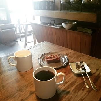 店内では古道具の販売もされています。ご夫婦のこだわりがぎゅっと詰まった素敵なカフェですよ。
