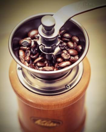 自家製モーニングには、美味しいコーヒーも一緒だとさらに気分も高まります?自分で豆からひいて、コーヒーの淹れ方にもこだわってみませんか?