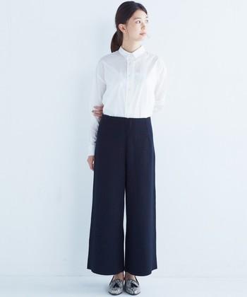 パンツスタイルは好きだから毎年しているけれど、今年はどんな風に着こなしたらいいのかな?と迷っている人は、今年はシンプル、エフォートレスな雰囲気になるようにコーデするといいのではないでしょうか?