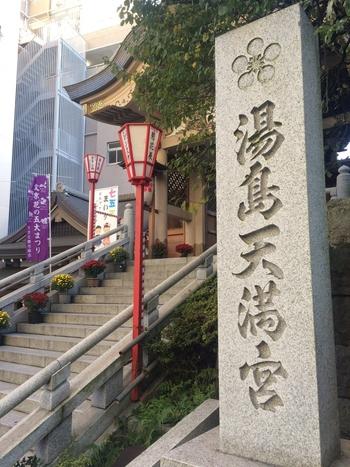 古くから、江戸を代表する天満宮として親しまれている湯島天満宮は、梅の名所として知られています。