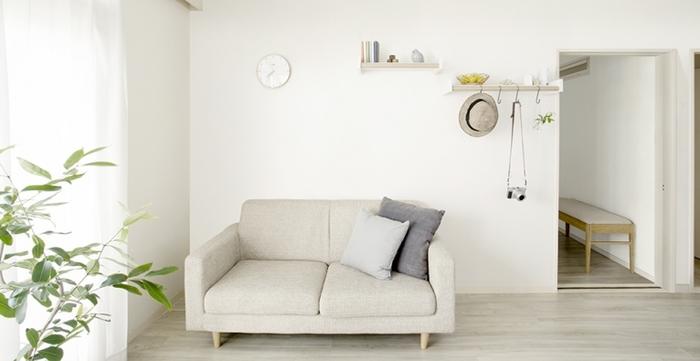 洗濯物を掛けない時は、帽子や小物賭けにしても。とても室内物干には見えないオシャレな棚です。