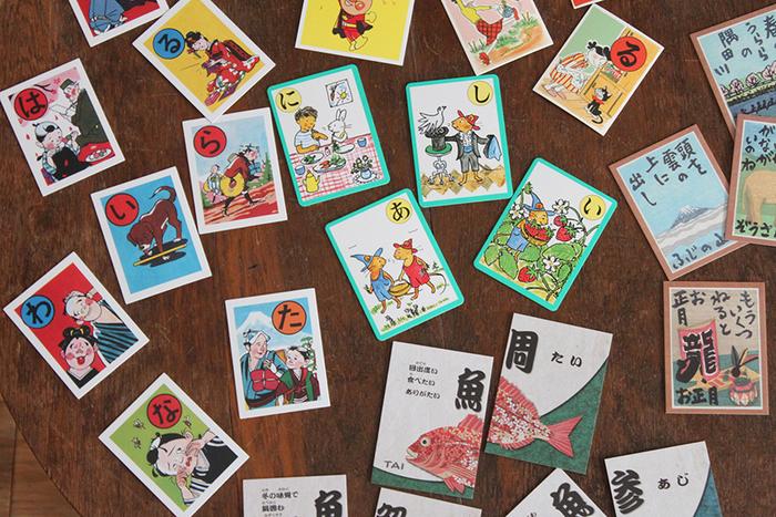 日本の伝統的な遊び「かるた遊び」。「ニッポンのカルタ展」でお気に入りのカルタを探して、家族や親族、みんなで楽しんでみるのはいかがでしょうか?集る機会が多くなるこれからの季節にぴったりのイベントですね♪