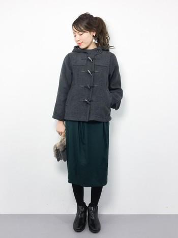 秋にも活躍したタイトスカートですが、タイツ×ショートブーツで合わせて冬仕様に。もちろんロングブーツでも暖かくて素敵ですが、ショートブーツの方がカジュアルな印象になるので、脱「お嬢コーデ」に最適!