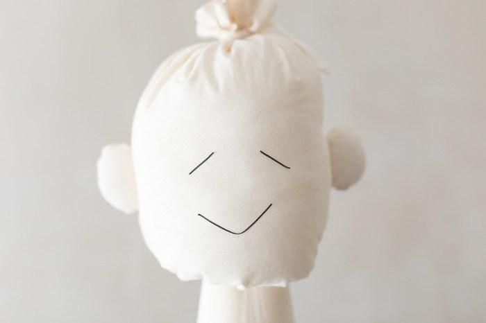 TANSUではモデルを使わず、オリジナルのマネキン「Tansu mannequin(タンスマヌカン)」が使われいます。モデルさんによって服のイメージが変わってしまうことや、決まった形のトルソーとマネキンに違和感を感じていた…というところからオリジナルのモデル「Tansu mannequin(タンスマヌカン)」は生まれました。