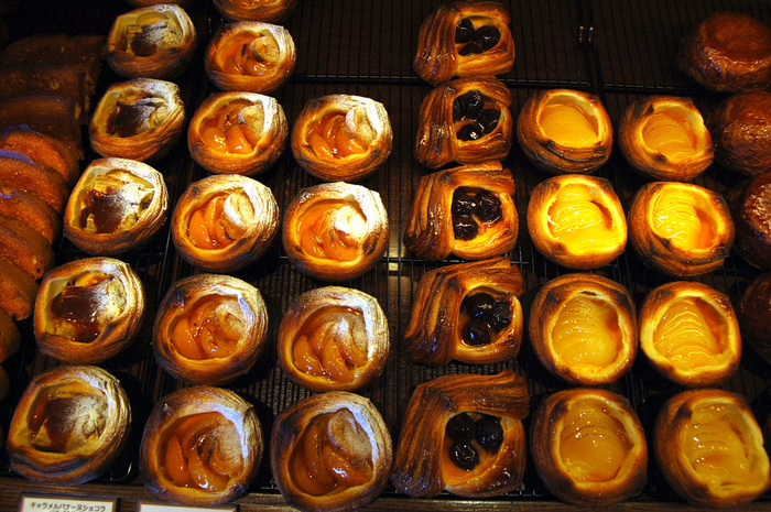 アプリコットやキャラメルバナーヌショコラなど、ずらりと並んだペストリーはパティシエ出身のシェフならではの洗練された味です。