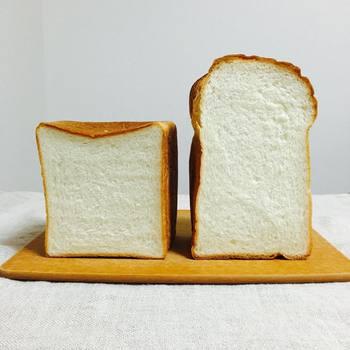 名物の食パンは独自のホップ種を使用したこだわりの一品。角型の世田谷食パンはしっとり、世田山食パンはふわふわした食感です。