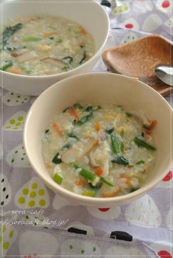 季節の野菜をいろいろ使うのもいいですね。かまぼこやしらすなど冷蔵庫にあるもので作れます。