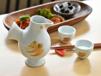 どの商品もリサラーソン作品のかわいさや素朴さがしっかり表現されながらも「MADE IN JAPAN」という和の雰囲気も楽しめ、日常的に使いやすい陶器商品が多いようです。北欧と日本のいいとこ取りのJAPAN SERIESは自分使いとしても素敵ですし、物によっては化粧箱に入っている商品もあるため結婚祝いや新築祝いなどの贈り物としてもぴったりだと思いますよ。