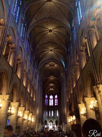 13世紀に建てられたランスのノートルダム大聖堂はフランス国王の戴冠式にも使われていた場所です。