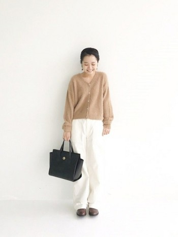 パンツスタイルでも、柔らかい印象にできますよ。自分好みのパンツを探してみてくださいね。