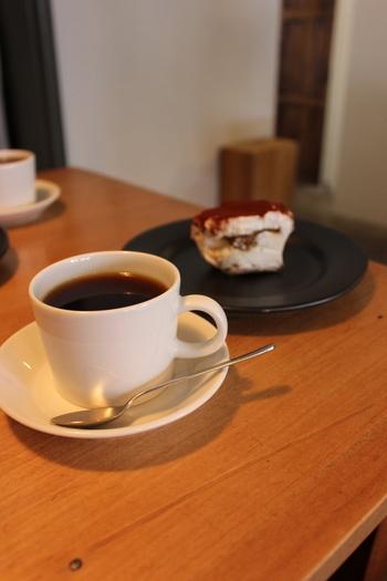 京都にあるおしゃれなカフェを厳選して7ヶ所ご紹介しました。どのカフェもこだわりの空間でこだわりのコーヒーを提供してくれる本格的で素敵なお店ばかり。ぜひ観光のひとつに足を運んでみてくださいね。