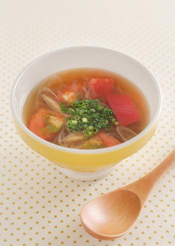 寒い冬はポカポカ温かいスープが嬉しいですね。ピリ辛スープも冬のおすすめスープです。こちらの酸辣湯は、お酢だけでなくトマトのさわやかさもアクセントに☆