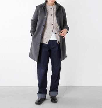 ふんわり優しい印象のアイリッシュウールのセーターです。マニッシュな着こなしも、あまりざっくばらんにならず、フェミニンさも残してくれるので、うれしいアイテムです。