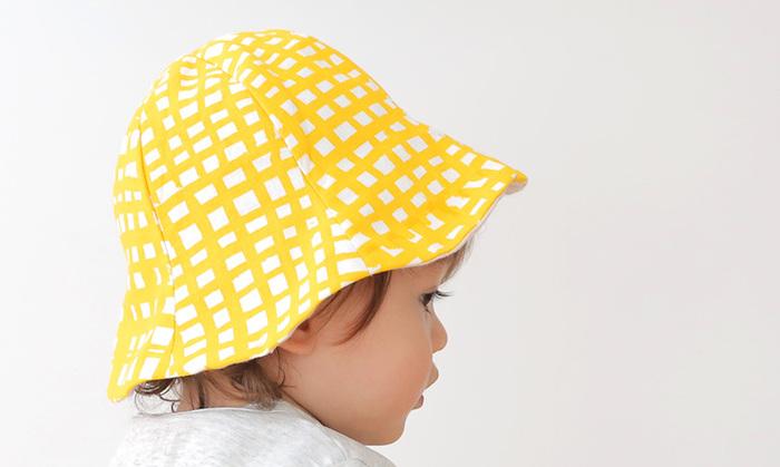 お帽子が誰でも似合うのも赤ちゃんならでは。汗っかきな赤ちゃんは何個あっても嬉しい帽子です。難しそうに見えますが、穴地パーツを縫っていくので初心者さんにもお勧めです。