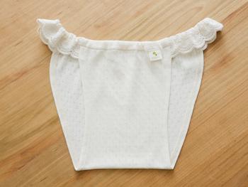 「新月ショーツ 生成り」 マアルの人気ナンバーワン!ふんどしパンツなのにこんなに可愛い!乙女心も十分に満たしてくれる品物です。