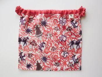 「春を待つ 満月パンツ」 マアルの満月パンツの中でも特に物語性のある商品をご紹介します。この生地は大分県国東半島にある型染めの「よつめ染布舎」で丁寧な丁寧な工程を重ね作られています。