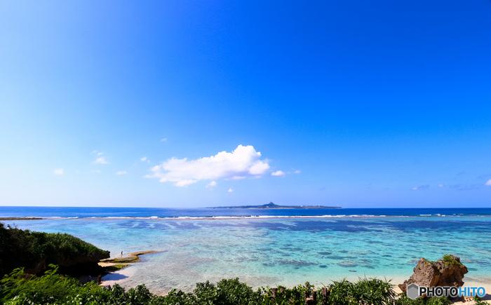 「快水浴場百選」にも選定されているエメラルドビーチは、珊瑚礁に囲まれたビーチです。透き通る碧い海と、白砂が輝くビーチが織りなす景色は、まるで楽園のようです。