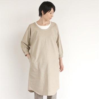 昔の女性たちが着ていたかっぽう着といえば、真っ白な木綿のもの。その昔、おばあちゃんの時代には毎年お正月になると新しいかっぽう着を新調したのだそう。