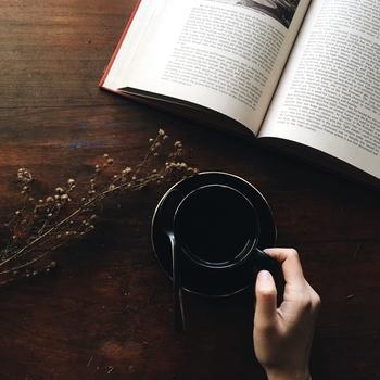 「読書」って自分に時間の余裕と心の余裕がないとできないものだと思っていましたが、「読書」することによって自分の時間と心の余裕ができることを知りました。疲れた時はゆっくり「読書」してみませんか?
