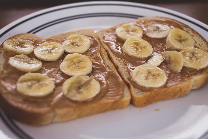 ピーナッツの風味をそのまま味わえるピーナッツバター。シンプルにトーストに塗って食べてもおいしいですし、スイーツにアレンジするのも◎♪