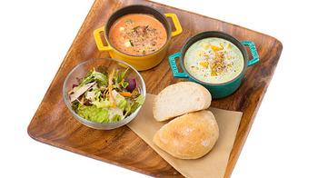 スープは、7種類から選ぶことができます。さらに、お好みでトッピングの野菜を加えることも◎ とろとろのお野菜は、生で摂るよりも消化吸収も栄養がたっぷり摂れるんだとか。調味料はほんの少ししか加えられていないので、素材本来のお味を楽しむことができます。ランチセットは、スープ2種類に、サラダ、パンがついて、とてもお得ですよ。ご飯派の人は、白米か十六穀米を選ぶことができます。