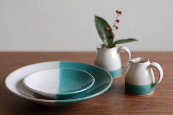 伝統的な牛ノ戸焼の流れを汲んでいるのに、モダンなデザインですね。はっきり2色に分かれていても、陶器の持つ温かみできつい印象になりません。