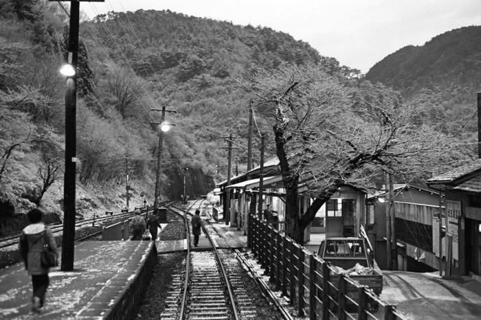 武田尾廃線跡とは、武庫川渓谷沿いに延びる旧国鉄福知山線の廃線跡のうち、JR生瀬駅(兵庫県西宮市)と武田尾駅(兵庫県宝塚市)を結ぶ約4.7キロメートルの区間です。