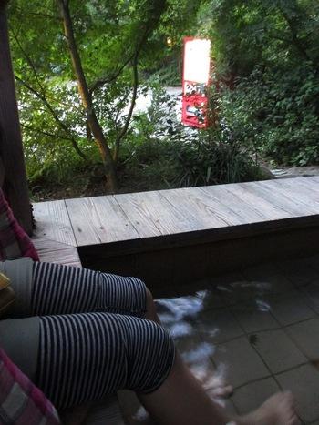 武田尾温泉には、足湯施設もあります。温泉にじっくり浸かってゆく時間が無いという方は、足湯に浸かってリフレッシュしてみるのもおすすめです。