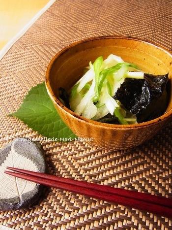 セロリとねぎのシャキシャキ感がマッチして、食卓の小鉢にぴったりのナムルです。 いつものご飯とお味噌汁…の副菜として作ってみては?