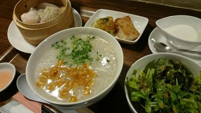 一流ホテルでシェフ経験のある店主が作り出す本格中華がいただける店「はるのそら」。中国粥と点心のセットが人気です。