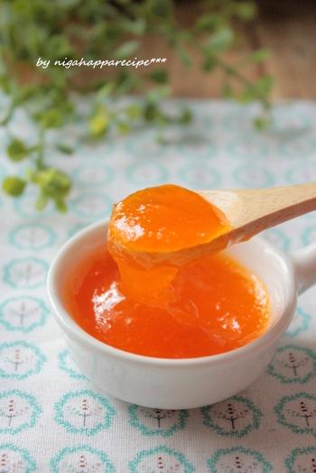 鮮やかなオレンジ色が美しいみかんジャム。パンはもちろん、ヨーグルトにもおすすめです!