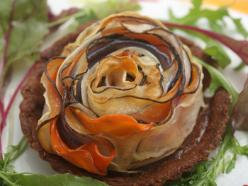 なんとこちらは、野菜ソムリエの協会認定レストランとのこと。お店には野菜ソムリエはもちろん、マクロビオティックスコンシェルジュなどがおり、ヘルシーで美味しいメニューがふるまわれます。