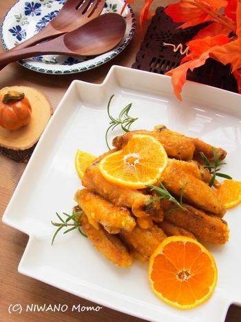 オレンジでもみかんでも作れるジンジャーチキン。甘酸っぱさとジンジャーの香りが食欲をそそります!大人も子供もみんな伸ばした手が止まらなくなるおいしさです。チキンは揚げないので手間もかからずカロリーも抑えられます。