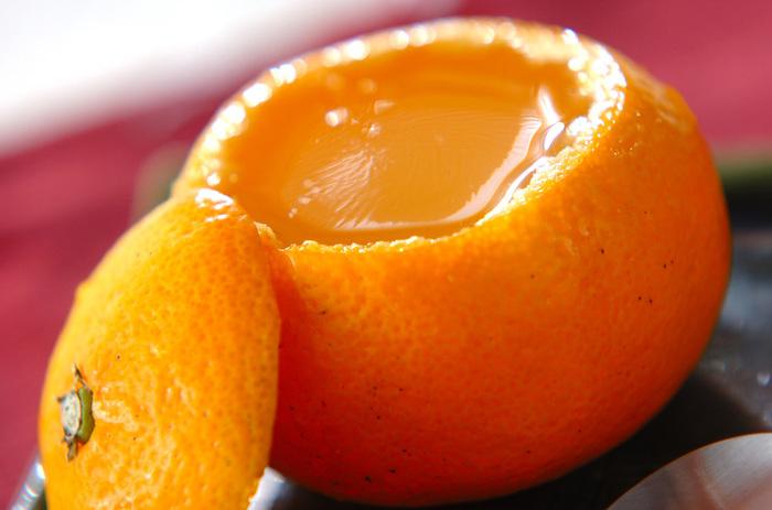 みかんとオレンジジュースで作るまるごとみかんゼリー。暖かい部屋で食べる、プルンと喉越しのいいよく冷えたみかんゼリーは格別です♡手土産にもピッタリです♪