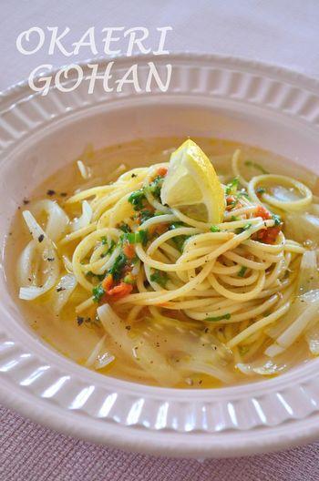 新玉ねぎのうまみが凝縮されたスープに、セロリをin。 セロリの葉も使った野菜だけのパスタなので、とってもヘルシーです。
