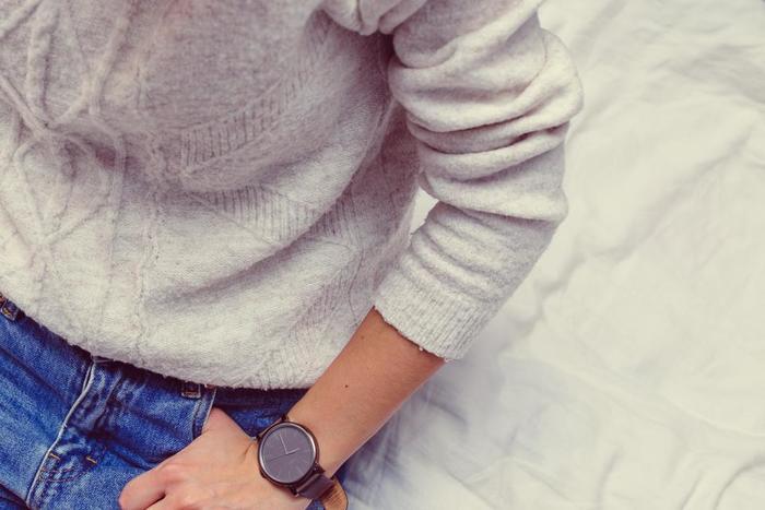 良質なカシミヤやウールのセーターは、合成繊維に比べ高価ではありますが、その分長く使えてスローファッションにおすすめのアイテムです。質感や手触りが良く、着心地が良いものは気分も良いですよね。