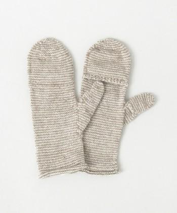 「指が出るミトン」  標高4000mほどのボリビアのラパスとエルアルトに暮らす女性たちにより手編みしてつくられたミトン。アルパカ100%のやさしい色合いと保温性が魅力です。