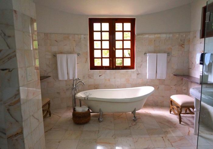 浴室も水垢は無水エタノールでお掃除。 その後は自家製除菌クリーナーをひと吹きしておけば、除菌とカビ予防などが期待できますね。
