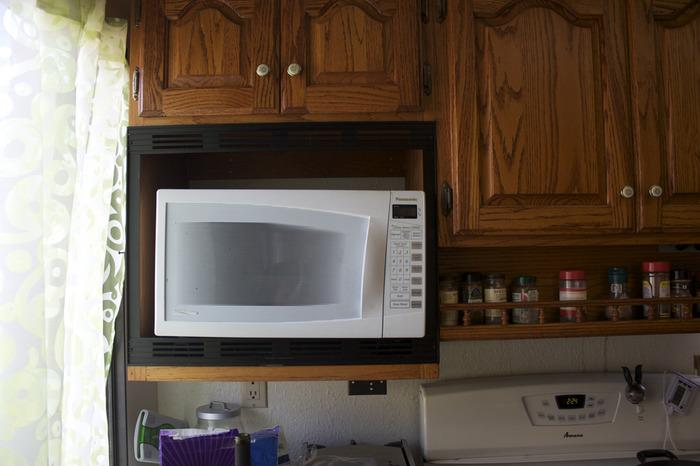 電子レンジにも! 濡れタオルを30秒ほどレンジにかけてから拭き掃除すると汚れが取れやすいですよ。