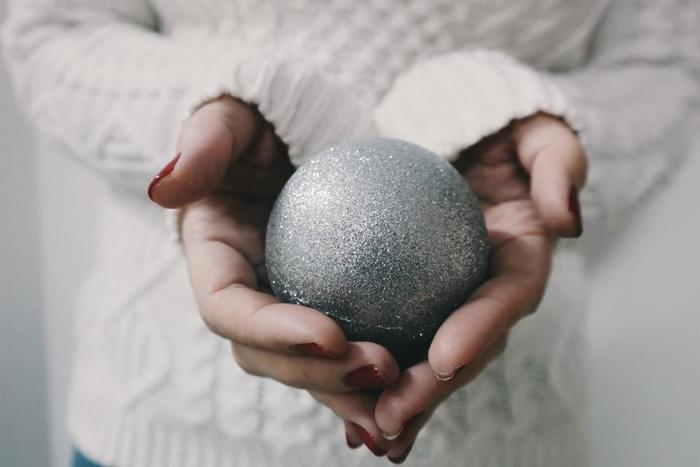 カップルでのおうちクリスマスはやりすぎぐらいロマンチックでもいいかもしれません。 クリスマスは今やカップルのための日とも言われるほどカップル間では定番の素敵なイベント。 そのイベントをおうちでまったり過ごすカップルのためのクリスマスソングを厳選しました。