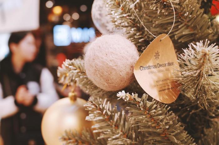 友達と過ごすクリスマスもたまにはいいですよね。 今夜だけは盛大に飲んで食べて歌って楽しい夜になりそうです。
