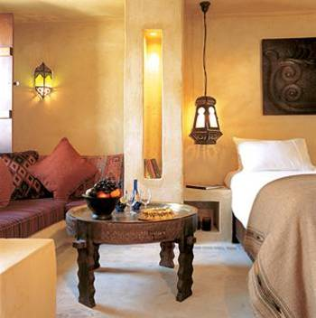 アースカラーのお部屋は、すべてアラビアのインテリアでまとめられていてエキゾチックでとても素敵です。