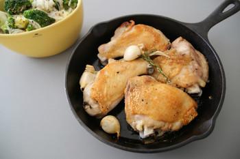 鶏むね肉を使ったお料理のレパートリーが増えたら、 みんなが美味しく、家計も嬉しい。  さらに最近はその健康効果にも注目が集まっています。鶏むね肉に含まれるイミダペプチドは、自律神経系の助けになり疲労を回復させてくれるのです。  みんなHAPPY♪♪