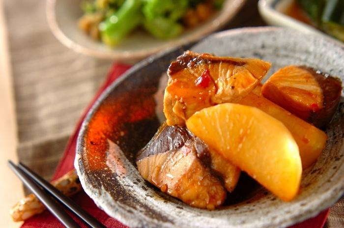寒くなるにつれ、甘さを増していく大根。ホクホクして柔らかな煮物、シャキシャキした食感のサラダやピクルス。今が旬の大根をもっと美味しく食べたい!アレンジ次第でもっと美味しくなれちゃう大根のいろんなレシピをご紹介します!