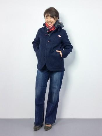 Dantonのウールモッサジャケットにワイドパンツを合わせたコーディネート。カジュアルながらもスッキリと女性らしいコーデになっていますね。