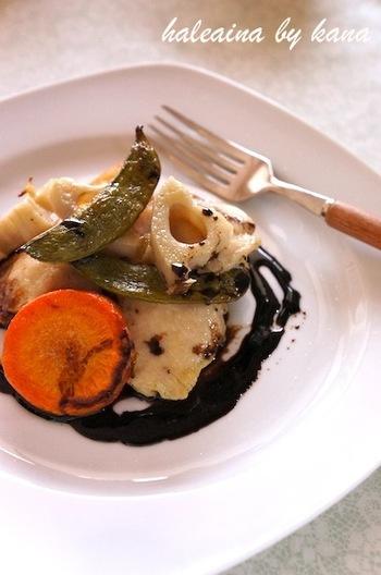 ◆鶏むね肉と野菜のオーブン焼き◆  バルサミコ酢ソースをかけていただく、おしゃれなオーブン焼き。野菜もたっぷりで女性にうれしいレシピです。